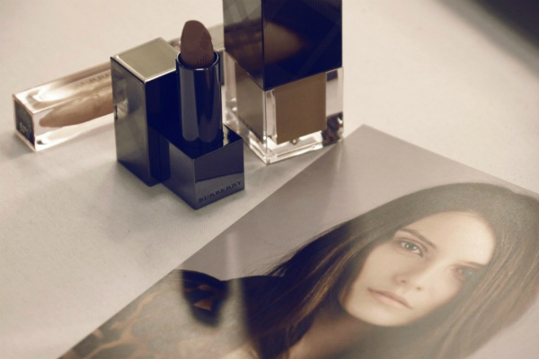 Get the Burberry AW13 Trench Kisses beauty look 600